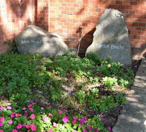 Bertolt Brecht mezarı