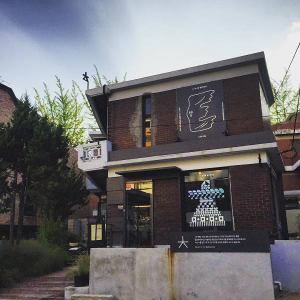 Chiut Book Cafe   Yongsan-gu, Seoul