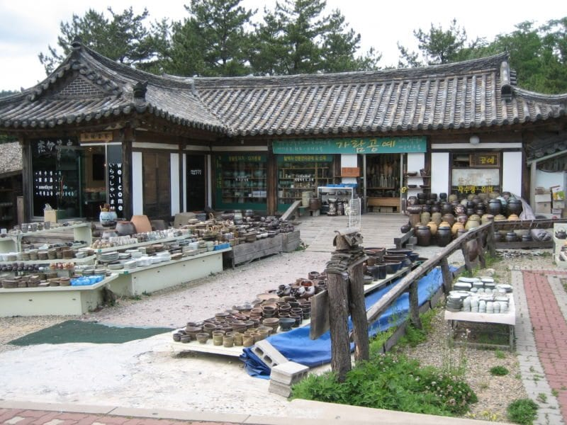 places to see in gyeonju folkcraft village