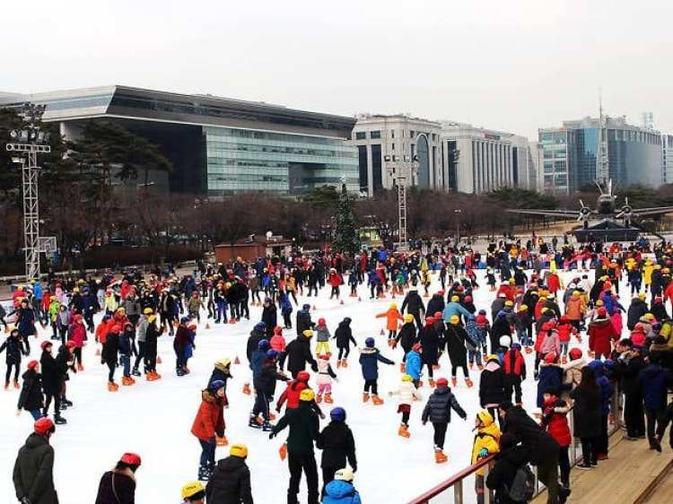 winter activities in korea Yeouido ice rink