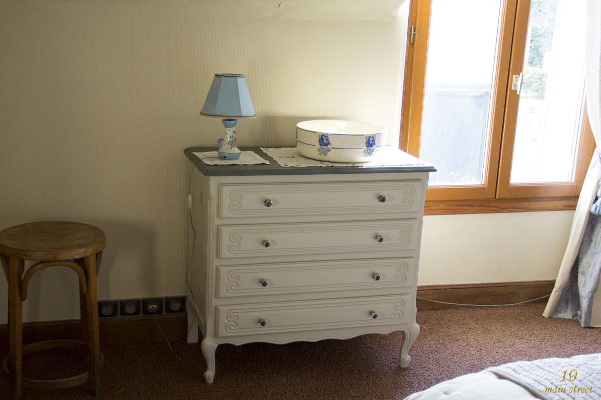 repeindre table de chevet relooker meuble ancien astuces d co et photos inspirantes. Black Bedroom Furniture Sets. Home Design Ideas