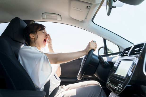 common ways to avoid car accidents: dont sleep while driving