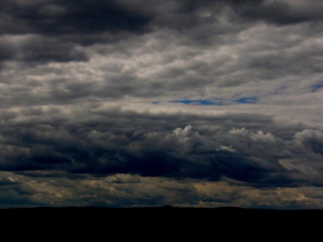 Iphone 3g Wallpaper Brooding Dark Sky Pete Brown S 10rem Net