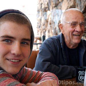 Dedesinin torunu ile fotoğrafı