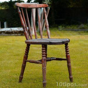 Tahta sandalye