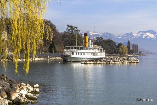cruise on the lake