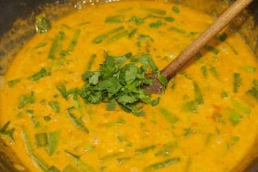 Gele curry met groene groente 25