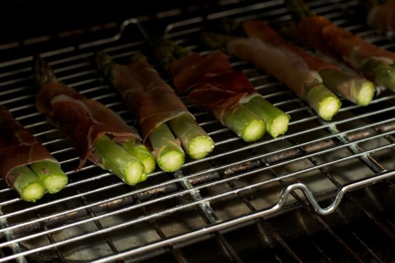 Spinazie risotto met asperges gewikkeld in Seranoham 26