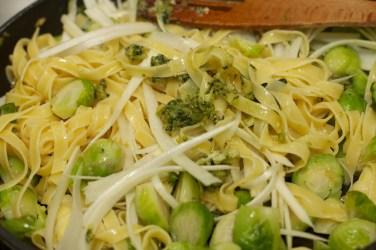 Tagliatelle Peperoncino met spruitjes, witte asperges en biefstuk 34