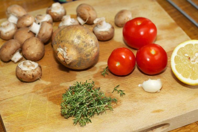 Snijbieten-stamppot met groente-jus en worstje 6