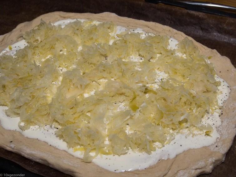 Flammkuchen met zuurkool en rookworst-33