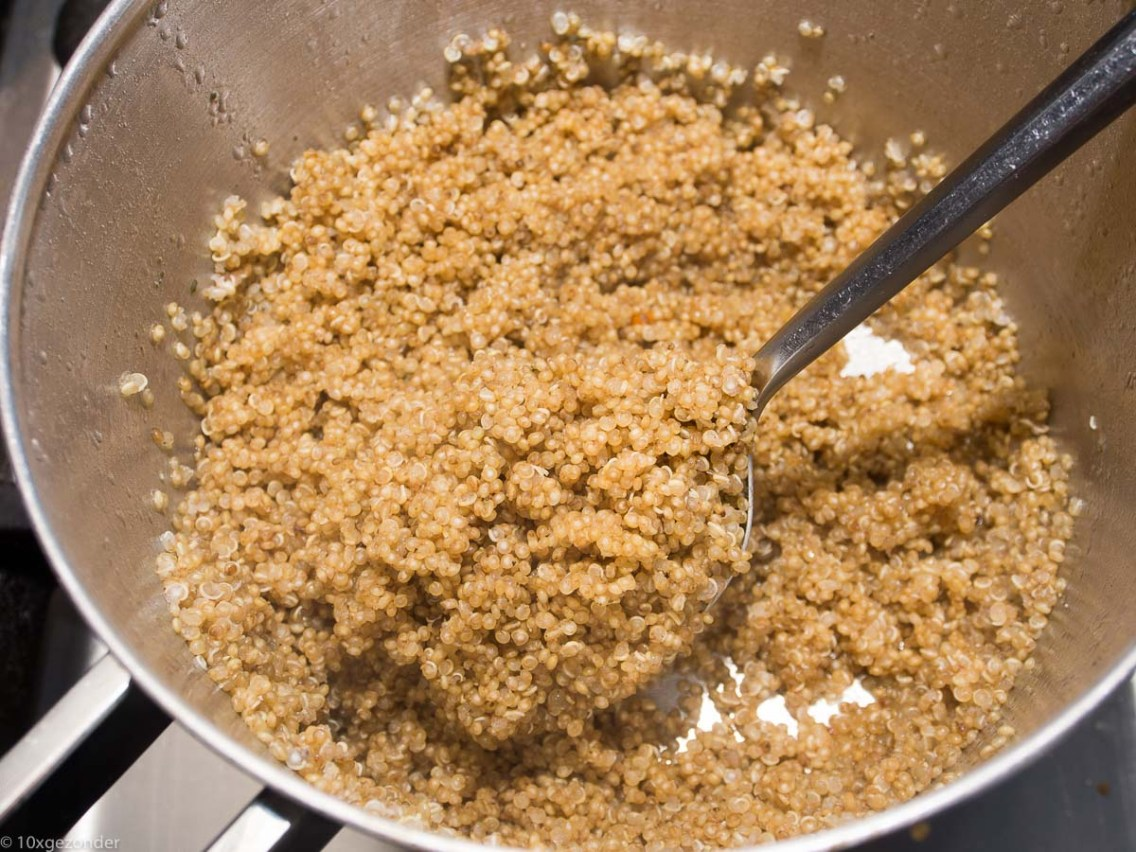 Quinoa met roerbakgroenten en kipspiesjes-53
