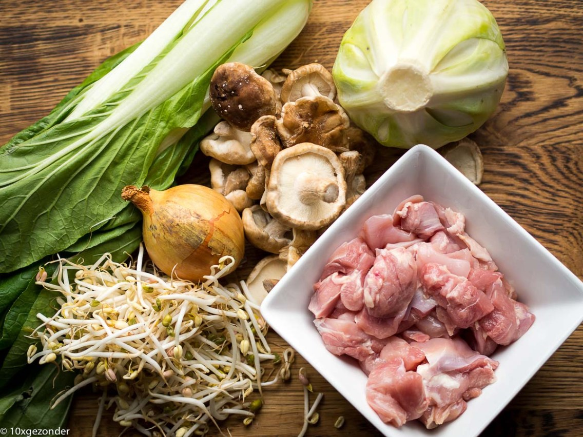 Aziatische groentesoep met kip-1