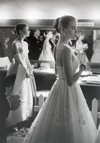 Audrey Hepburn and Grace Kelly Perefect Posture