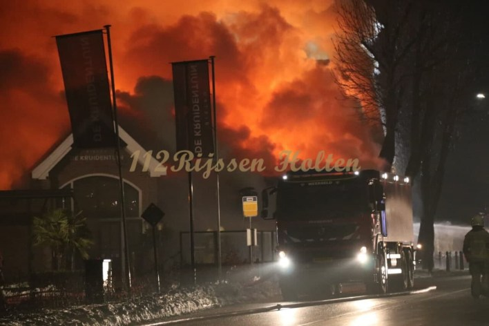 Geesteren- zeer grote brand verwoest Bistro de Kruidentuin.