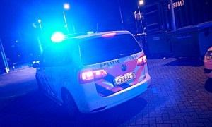 Politie auto met zwaailichten