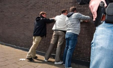 Aanhouding verdachte door agenten