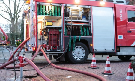 Brandweerwagen aangesloten op het waternet