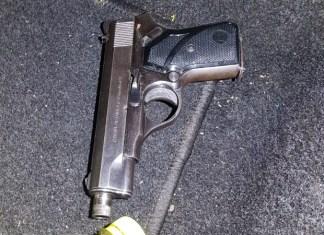 Vuurwapen onder autostoel