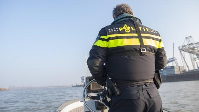 Agent op boot waterpolitie