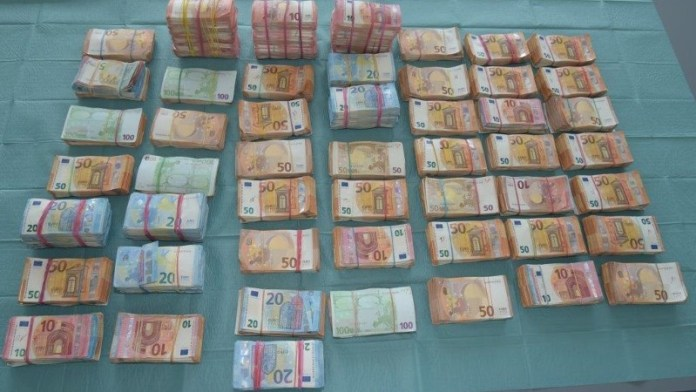 Geld cash