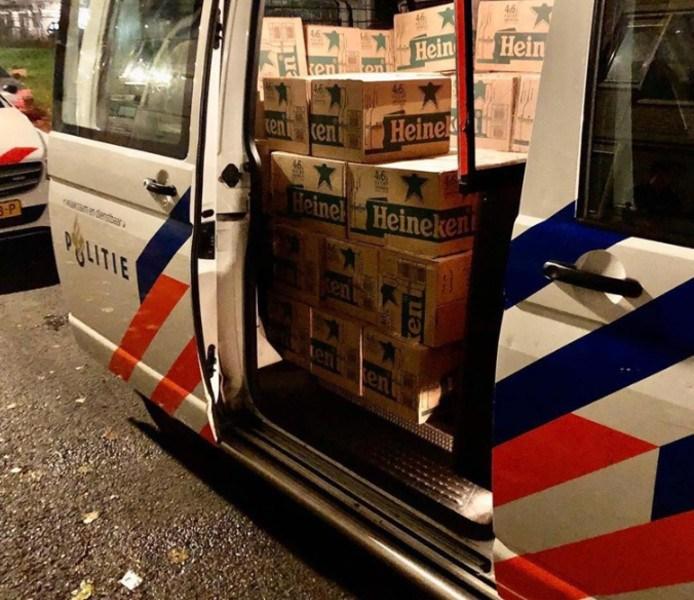 Politie neemt 5856 flesjes bier in beslag -.