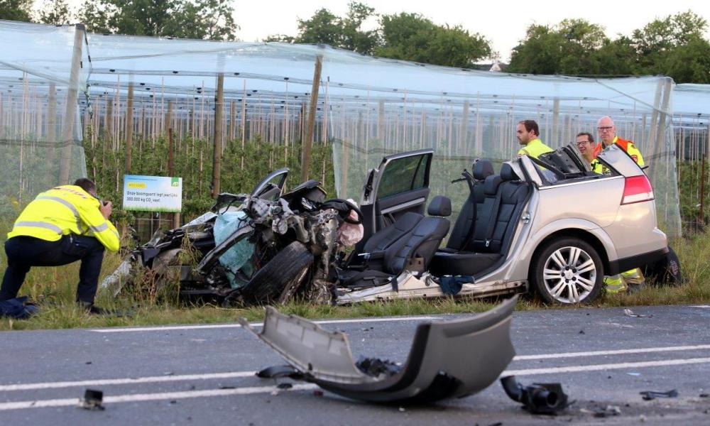 Automobiliste omgekomen bij frontale botsing met streekbus.