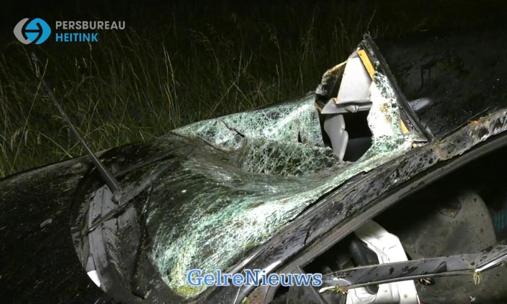 Auto crasht bij ongeval op A325.