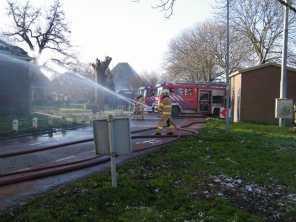 Brandweerlieden druk bezig op de Binnenwijzend