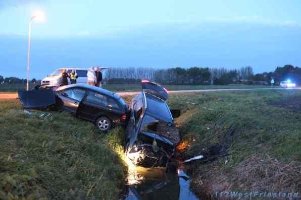 Het ongeval op de kruising in Andijk (Foto: Stefan Pennekamp)