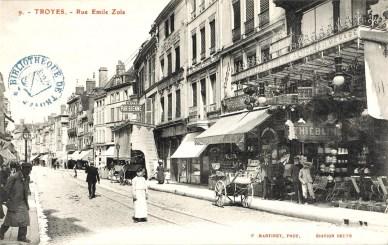 Carte postale, Troyes - Rue Emile Zola, CPLOCAL01791, Médiathèque du Grand Troyes, photo P. Jacquinot, X. Sabot