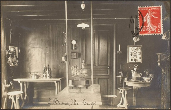 L'office de la Maison Électrique, Carte postale fonds local, Médiathèque du Grand Troyes, photo P. Jacquinot