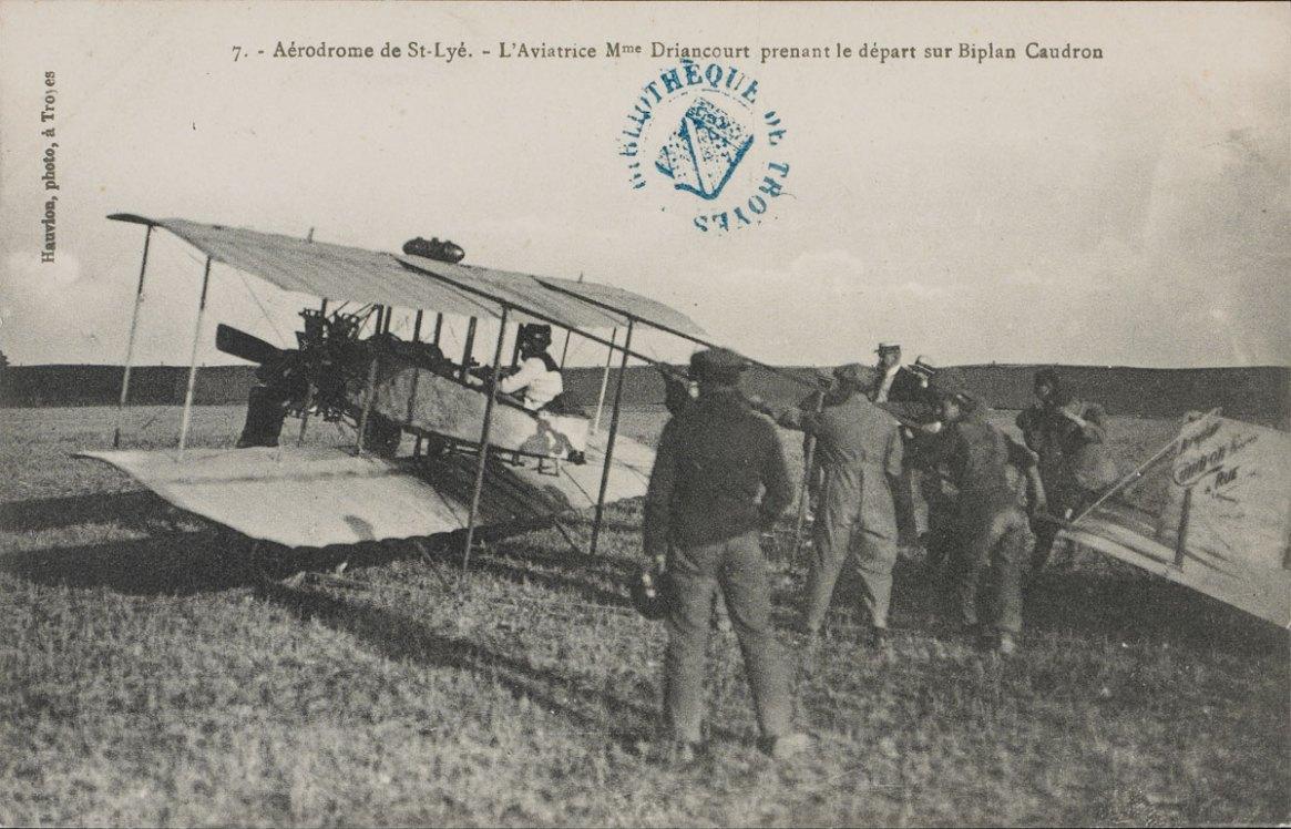 Carte postale de 1911 éditée pour relater le meeting de Troyes. [CP 850]. Photo Médiathèque de Troyes Champagne Métropole