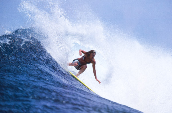 Sarah Gerhardt, First girl to ride Mavericks with a surfing board !