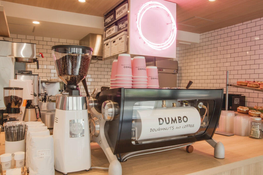 「DUMBO Doughnuts and Coffee (ダンボ ドーナツ アンド コーヒー)」のイメージ画像