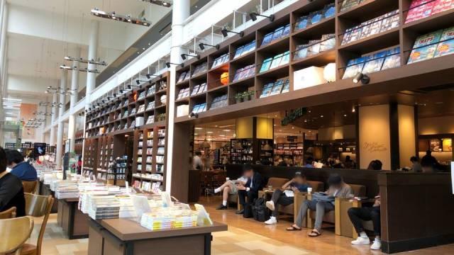 スターバックスTSUTAYA 横浜みなとみらい店の室内写真