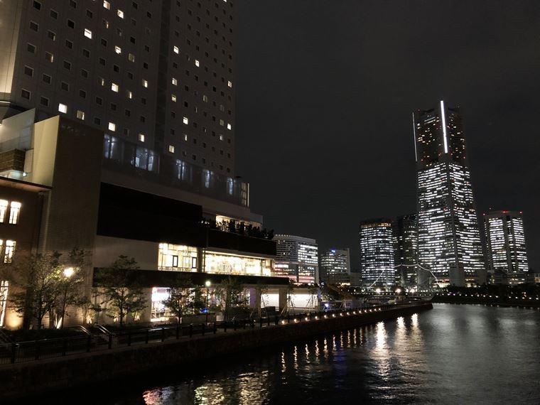 アパホテル&リゾート〈横浜ベイタワー〉のバイキングレストラン「ラ・ベランダ」の外観写真