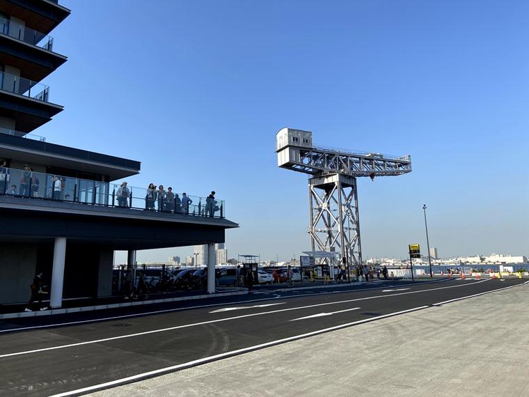 みなとみらい新港地区に新しくできた「横浜ハンマーヘッド」の外観写真
