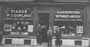The Coupleux shop at 24 bis, rue Esquermoise, Lille France c 1920