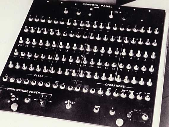 A closeup of the CSIRAC console switch panel. Note the multiple rows of 20 switches used to set bits in various registers.