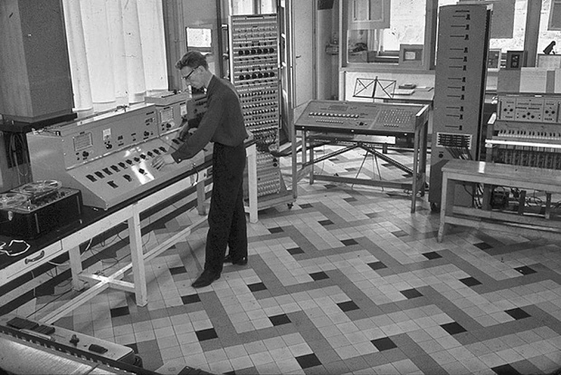David-Van-de-Woestijne-operating-an-echo-and-reverb-machine-circa-1963