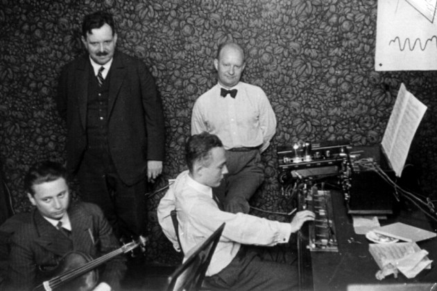 Trautwein (L) and Oskar Sala with the Trautonium Berlin, c 1933