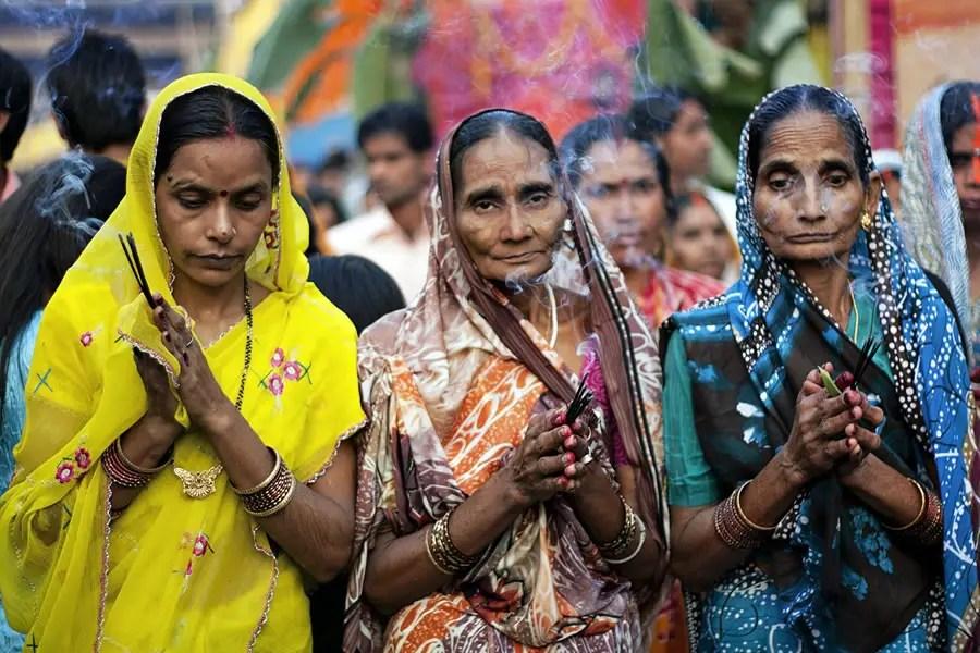 Поблагодарив солнце - фоторассказ о фестивале Будда по Amlan сани