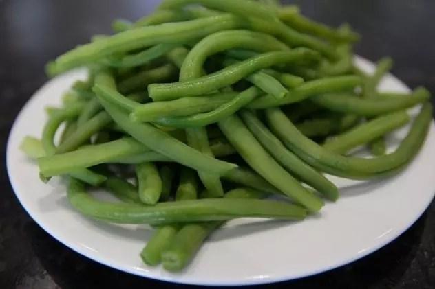 Comment plucher facilement les haricots verts et les cuire - Quels sont les meilleures varietes d haricot vert ...