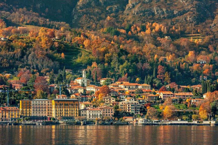 Lake-Como-Italy-in-fall