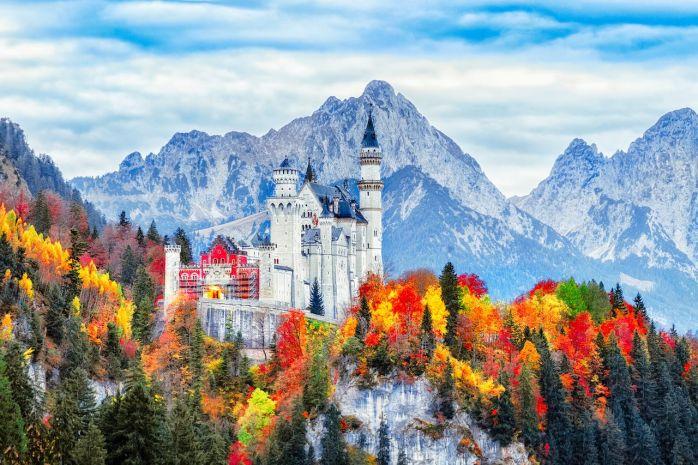 Neuschwanstein-Castle-in-Bavaria-Germany-in-fall