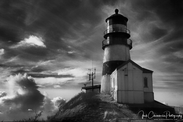 This image has an empty alt attribute; its file name is Jack-Chamberlain-Foto-Arte-Black-and-White-Cape-Disappointment-light-house-Washington-State-Infrared-720nm-converted-Canon-5D-1.jpg