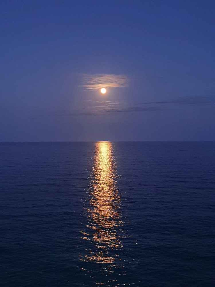 moon light reflection on sea
