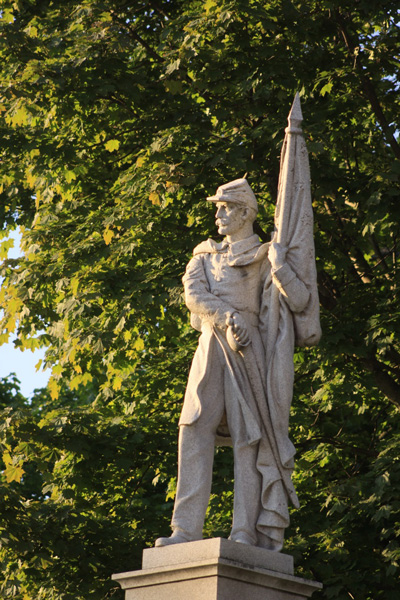 Greenwich Civil War statue photo by Clifford Oliver