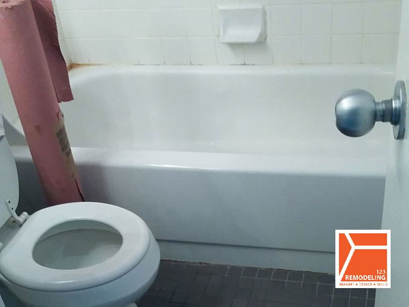 Before Condo Bathroom Renovation - 3660 N. Lake Shore Dr, Chicago, IL (Lakeview)